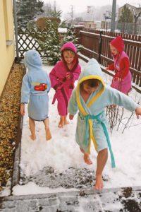 Schneetreten nach der Sauna