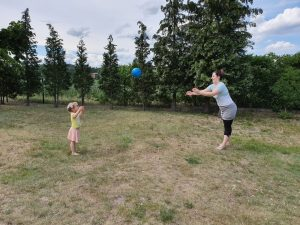 Ball spielen mit Angelina